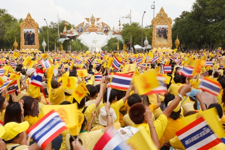 BANGKOK, THAILAND - DECEMBER 5  Unidentified Thai people gather together in order to bless the birthday of His Majesty the King on December 5, 2012 in Bangkok, Thailand  Stock Photo - 17118992