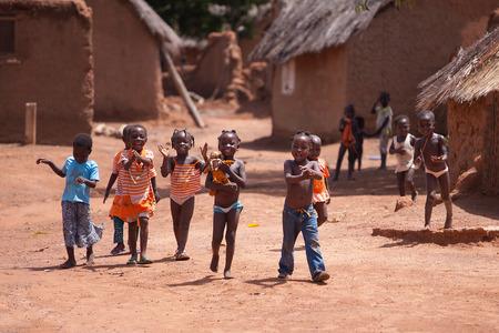Groep van Afrikaanse kinderen, Ghana, West-Afrika Redactioneel