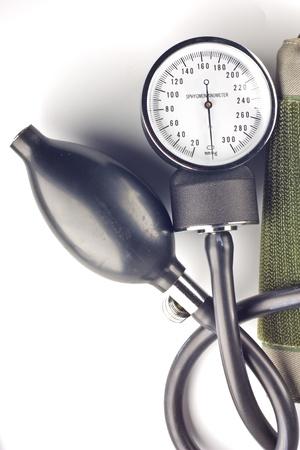 punos: sphygomanometer aislado en fondo blanco Foto de archivo