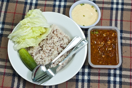 cow pea: chili sauce and  vegetable with brown rice and steam eeg
