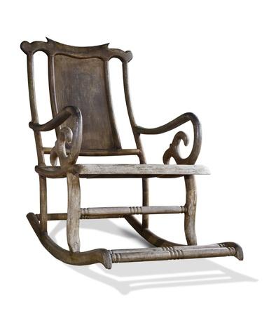 silla de madera: Silla vieja mecedora de madera aislada sobre fondo blanco Foto de archivo