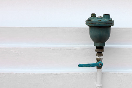 automatic air vent valves for discharging air form radiators