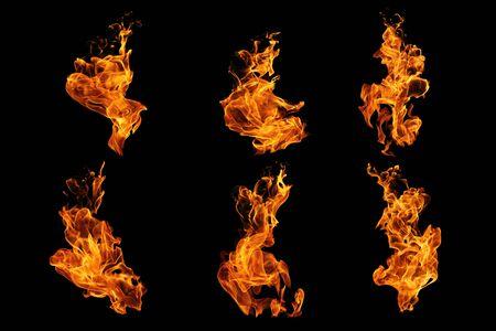 Collezione di fiamme di fuoco isolata su sfondo nero, movimento di fiamme di fuoco sfondo astratto