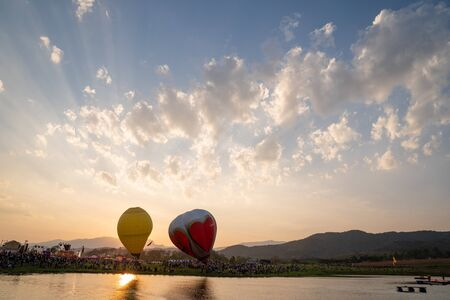 Chiangrai, Thailand - 15 Feb, 2018: Singhapark Balloon Fiesta 2018 with a lot of people in the event, They was waiting for the balloon take off  landing competition. Redactioneel