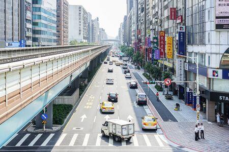 Taipei, TAIWAN - 3 Oct, 2017: Taipei city environment with tranffic, transportation, buildin and local Taiwanese people in normal day, Taipei, Taiwan 報道画像