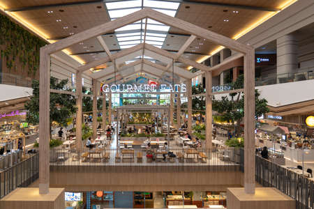 Nonthaburi Province, Thailand - 14 Jul 2020, The Mall Department Store (Ngamwongwan Branch) are renovated to luxury & friendly for shopper and tourist, Nonthaburi Province, Thailand. Redactioneel