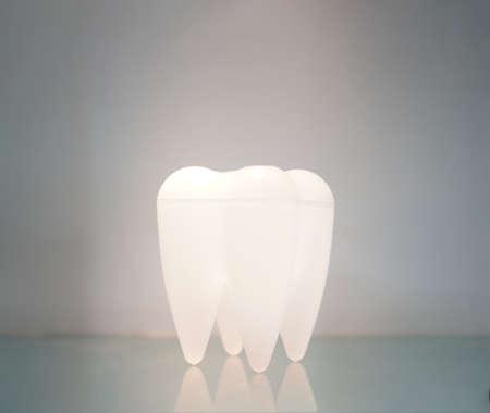 Teeth lamp stand on the mirror ground. 版權商用圖片