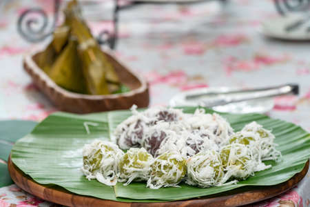 Coconut Dumplings (Kanom Tom) and Sweet Stuffed Dough (Kanom Sai Sai), Thai traditional sweet dessert. 版權商用圖片