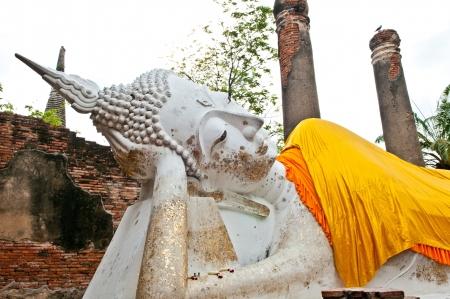 Buddha nel tempio di Wat Yai Chaimongkol Ayutthaya