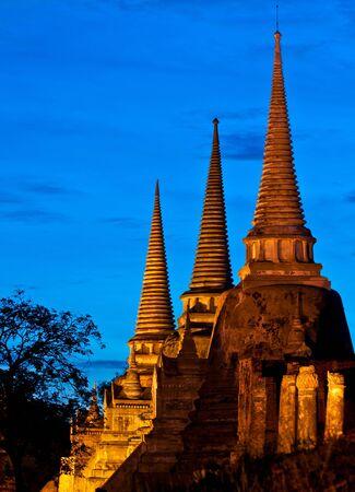 Antico tempio e la pagoda in Thailandia