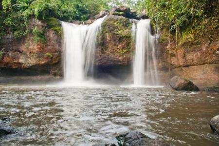 bella cascata nel parco nazionale, Tailandia