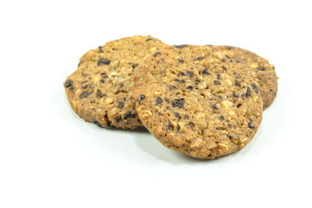 Biscotti al cioccolato isolato su bianco