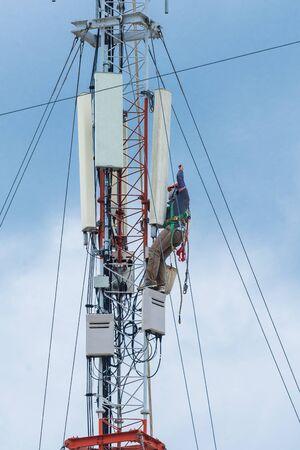 engineer work on communication tower Stockfoto