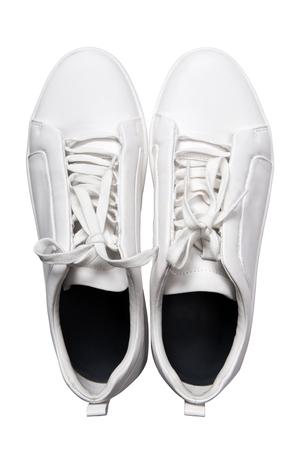 Zapatillas de deporte blancas zapatos aislados en el fondo blanco Foto de archivo - 61082944