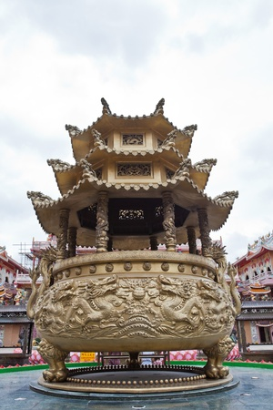 Giant joss pot with dragon in Chinese temple Stock Photo - 11009850