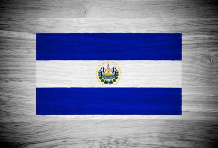 bandera de el salvador: El indicador Salvador sobre la textura de madera