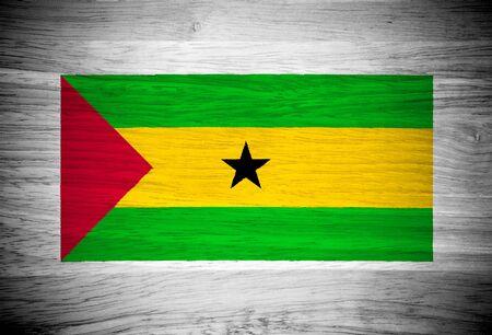 principe: Sao Tome and Principe bandera de la textura de madera Foto de archivo