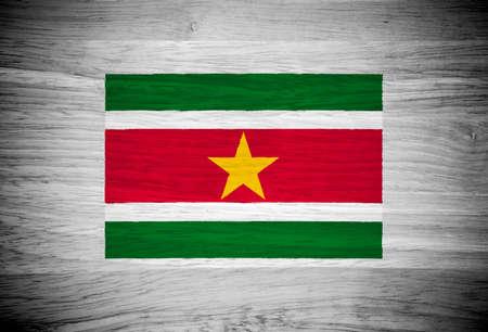 suriname: Suriname vlag op houtstructuur