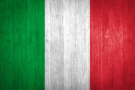 bandera italia: Bandera de Italia en el fondo de madera