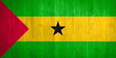 tomo: Sao Tome e Principe bandiera sullo sfondo di legno
