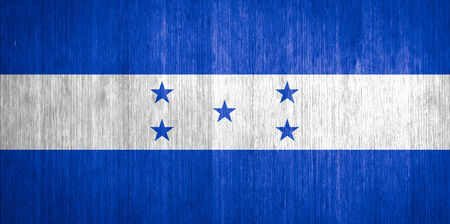 bandera honduras: Bandera de Honduras en el fondo de madera