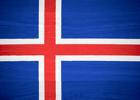 flag of iceland: Bandera de Islandia sobre la textura de la madera