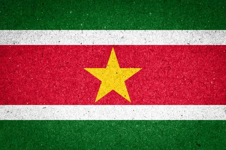 suriname: Suriname vlag op papier achtergrond