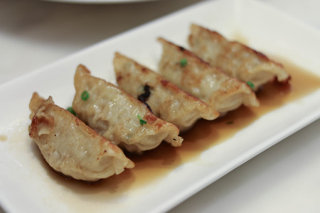 gyoza: Gyoza, chinese fried dumplings in white plate