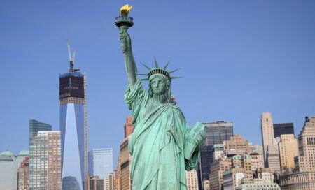 New York City Skyline et la Statue de la Liberté, New York City, USA