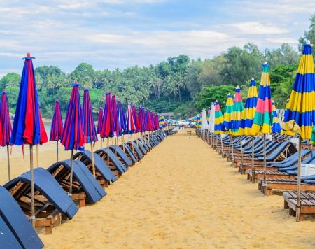 El ambiente en la playa de Surin, en la ma�ana sin tur�stica
