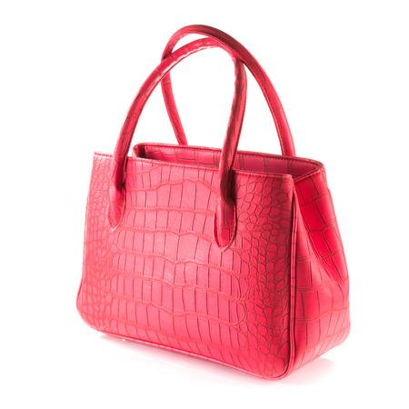 leren tas: rood kunstmatige krokodil lederen tas op wit wordt geïsoleerd