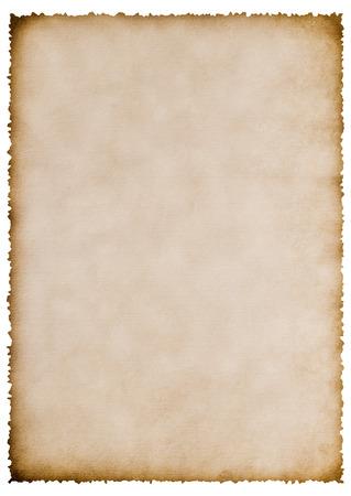 oude verbrand papier blad geïsoleerd op wit voor uw tekst