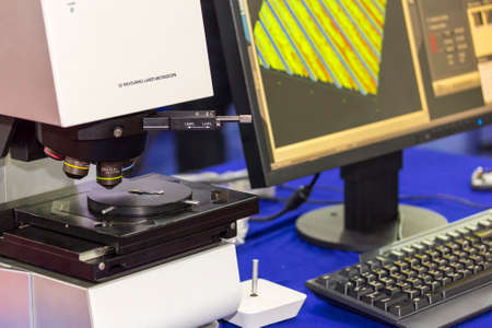automatic high technology and precision 3d measuring laser microscope with objective lenses and computer on table for industrial 版權商用圖片