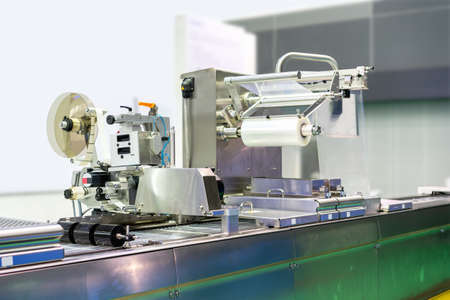 High technology and modern new automatic food or other packing and labeling machine with plastic film coil for industrial commercial