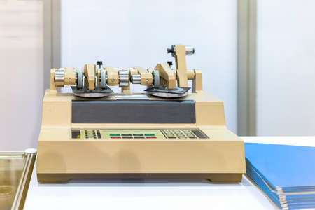 High technology abrasion Testing Instruments rotary type of industrial laboratory for assay material such leather plastics paper coatings laminates carpeting safety glazing ceramics etc