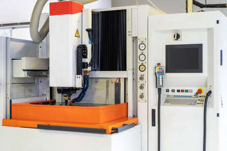 High precision and technology automatic electrical discharge machine (edm) for industrial Imagens