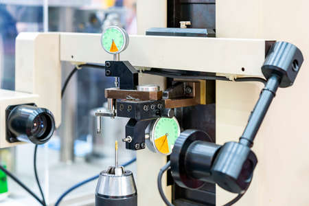 Cutting tool drill bit or milling cutter setup on high accuracy and precision vision measuring machine for inspection dimension shape outer contour angle  appearance etc. Foto de archivo