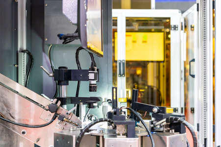 Optic camera of high precision vision inspection in continuous automation line for sort or screen of product quality control in manufacturing process in factory Foto de archivo