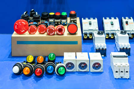 Various color signal lamp indicator or pilot lamp and timer with push button switch for electric power control and supply system in production line or machine manufacturing process in industrial Foto de archivo