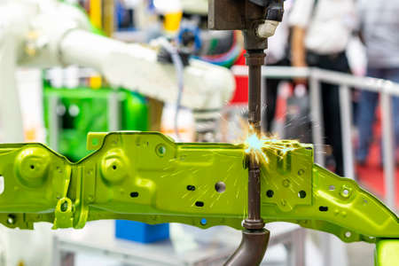 electrode resistance spot welding with robot during arc or spark for assembly body frame of automobile part in manufacturing process Foto de archivo