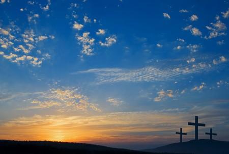cruz de jesus: tres crucifixiones en la colina