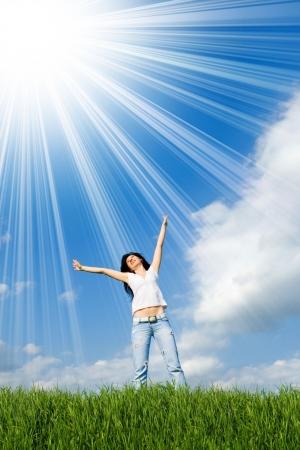 exitacion: feliz joven sueños de volar en los vientos