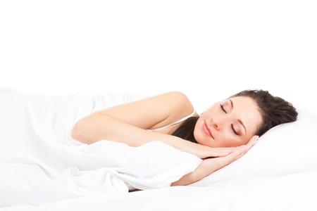 gente durmiendo: Mujer linda duerme en la cama blanca