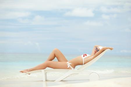 bikini island: Happy fashion woman rest on the beach
