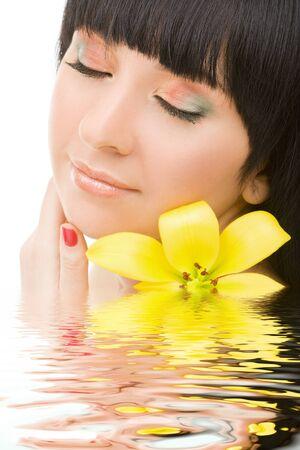 lirio acuatico: Mujer linda con flores