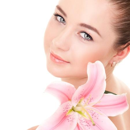 Una mujer linda con la flor