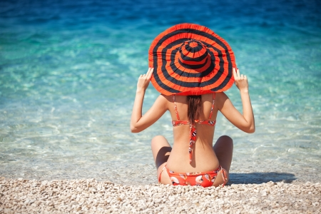 woman beach: Young fashion woman rest on the beach