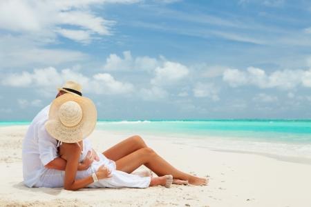 romance sky: Couple on the beach of sea
