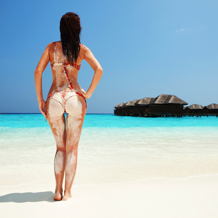 Sexy woman relax on the summer beach Imagens