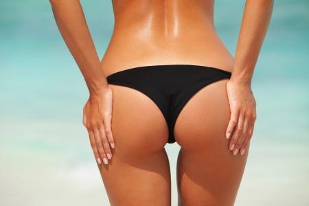 Sexy Frau Gesäß am Strand Hintergrund Standard-Bild - 23640892